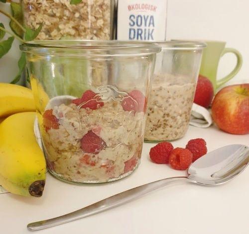 Plantebaseret morgenmad grød med bær